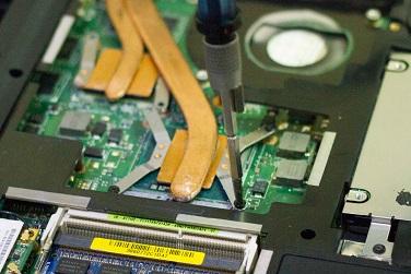 Откручиваем систему охлаждения ноутбука